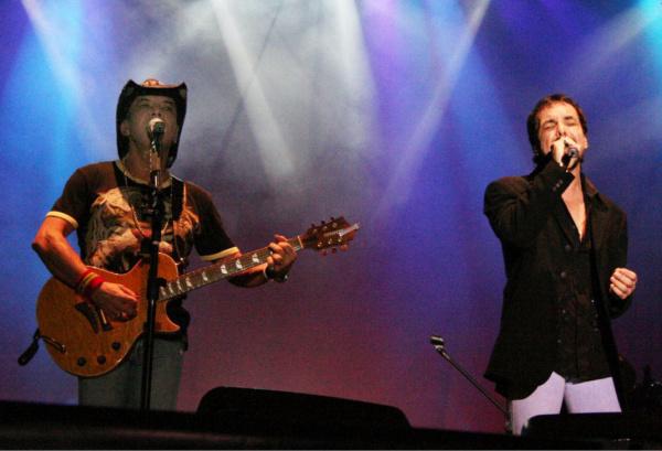 A dupla sertaneja Chrystian e Ralf durante um de seus shows pelo país Foto: Arquivo -