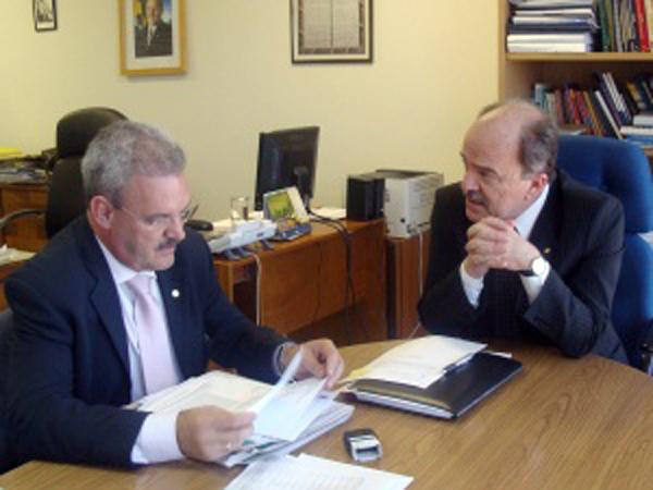 Geraldo com o diretor Geral do Dep. Penitenciário Nacional, Airton Michels  Foto: Divulgação -