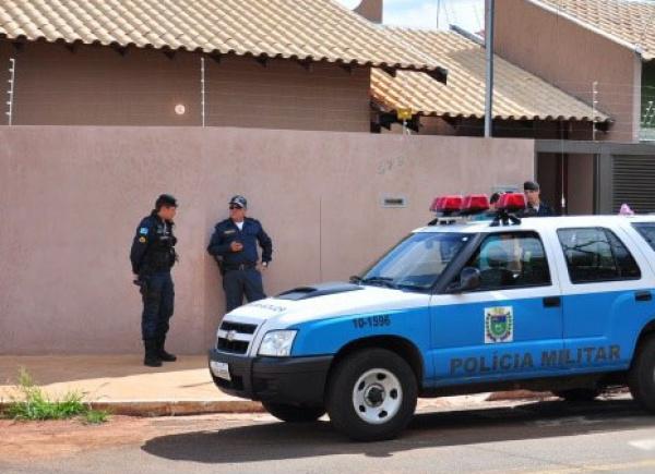Polícia investiga mistério em torno da morte das vítimas  Foto: João Garrigó -