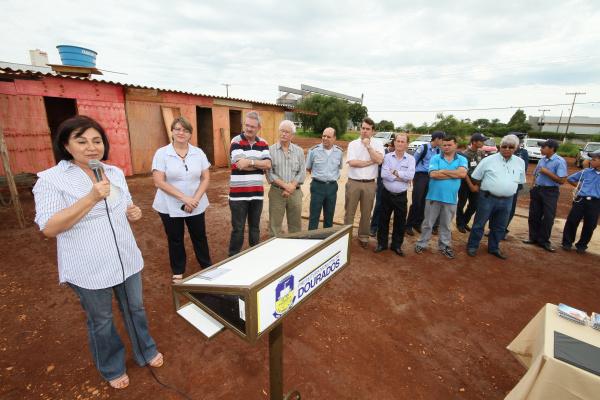 Prefeita, Geraldo e vereadores lançaram obra da UPA ontem de manhã Foto: A. Frota  -