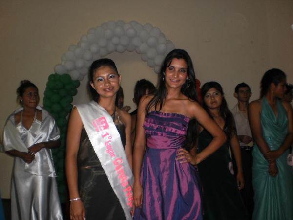 Viviane, garota Projovem 2010, com Crislene, garota 2009 Foto: Divulgação -