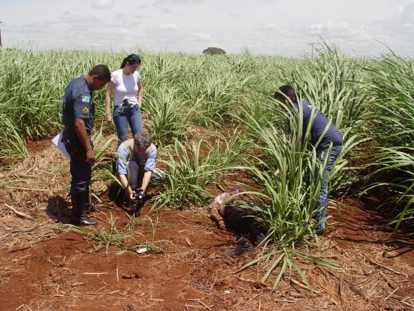 O corpo do taxista foi encontrado sábado à tarde Foto: Sidne Lemos - Bronka -