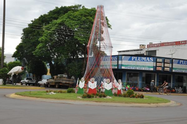 Em vários pontos da cidade, a Prefeitura esta preparando as decorações Foto: Felipe Schinaider -