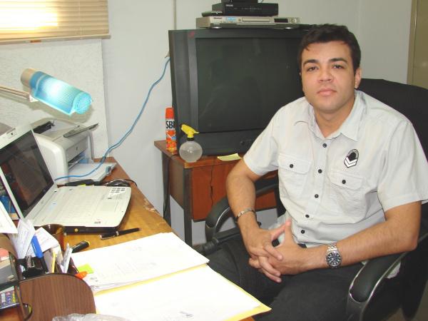 O delegado Eduardo Lucena encarregado do caso  Foto: Vilson Nascimento   -