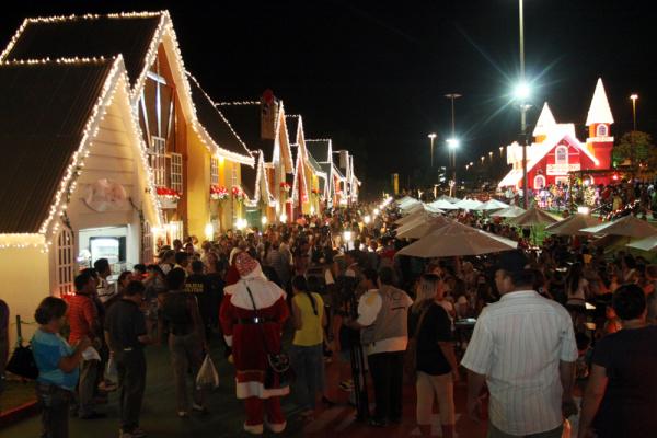 Centenas de pessoas acompanharam a inauguração do ponto turístico Foto: Rachid Waqued   -