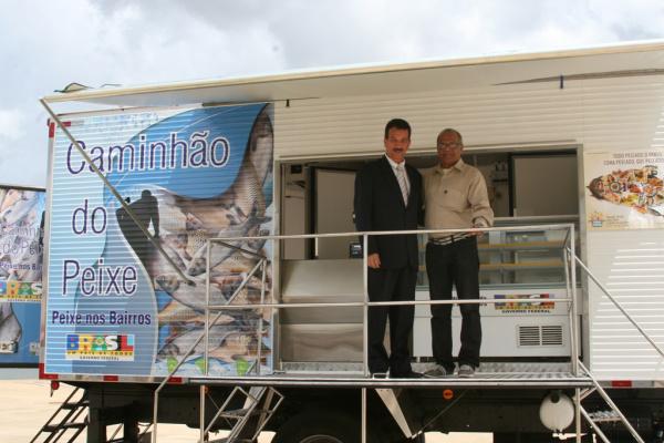 Maurício Peralta recebeu caminhão feira do peixe em Brasília, terça-feira  - Crédito: Foto: A. Frota