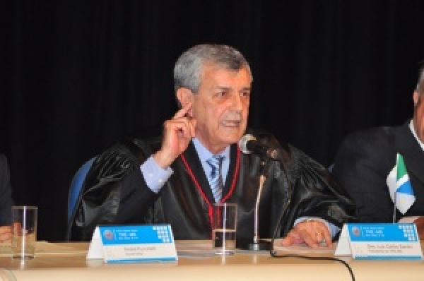 Santini diz que projeto de reforma eleitoral é um retrocesso -