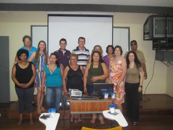 Pacientes do projeto juntamente com os professores e estudantes da Unigran Foto: Divulgação   -