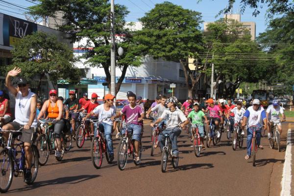 Passeio ciclístico na manhã de ontem reuniu famílias em atividade diferente  - Crédito: Foto: A. Frota