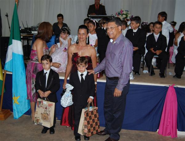 Prefeito Arilson Targino esteve presente na formatura do pré-escola  - Crédito: Foto: Divulgação