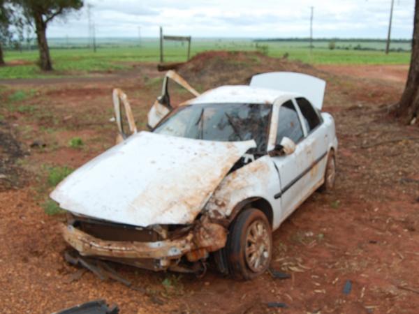 Acidente aconteceu depois que o veículo foi fechado por uma carreta  Foto: André Nezzi  -