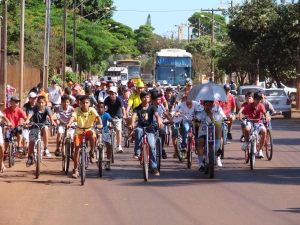 Passeio ciclistico realizado por Abilio Pietramale foi sócio educativo  - Crédito: Foto: Claudevir Winter/Gazeta MS