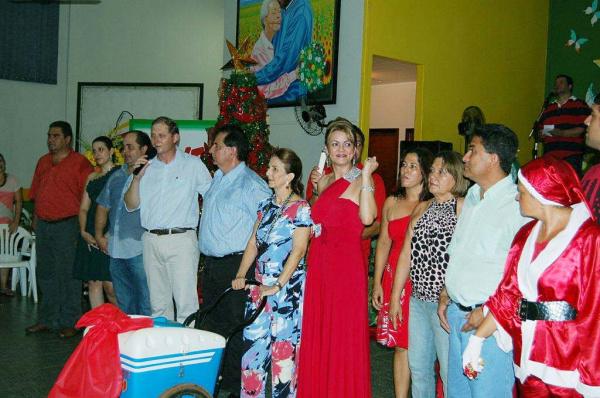 Primeira-dama Lurdinha em meio aos convidados no encerramento   - Crédito: Foto: Walter Ramos