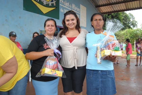 Primeira dama Giovana com mães do PETI em Vista Alegre  - Crédito: Fotos - Reginaldo Ferreira