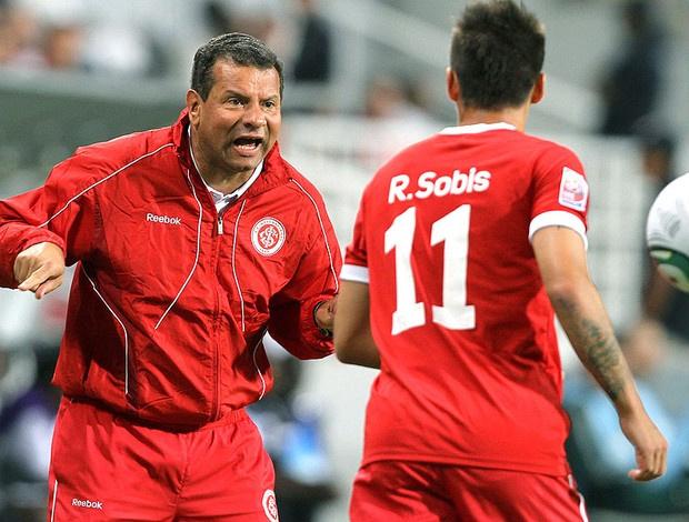 Roth cobra Rafael Sobis: atacante teve chances, mas não decidiu - Crédito: Foto: Jefferson Bernardes / VIPCOMM