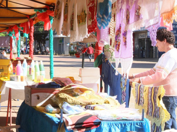 Feira do artesanato já faz parte da tradição da cidade de Dourados  - Crédito: Foto: A. Frota