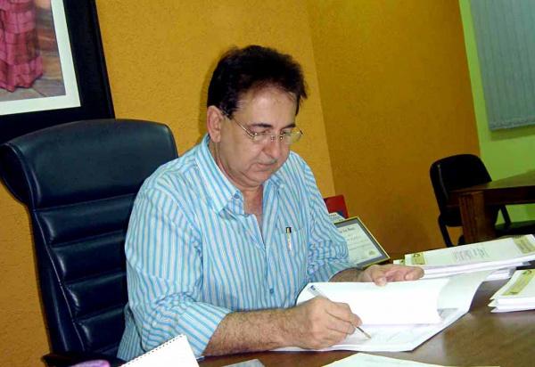 Prefeito Marcos Pacco autorizou o pagamento do 13o  para esta quarta-feira  - Crédito: Foto: Walter Ramos