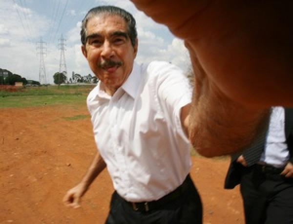 O empresário Nenê Constantino, da Gol, ao chegar para depor em inquérito sobre esquema de desvio público no Distrito Federal, em 2007.  - Crédito: foto UOL