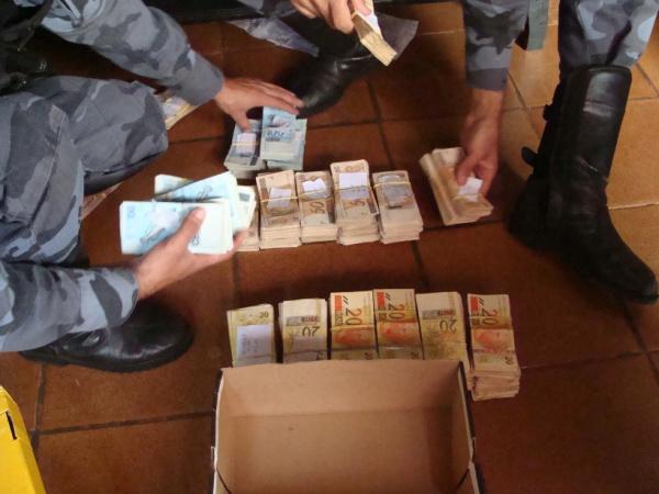 Gaeco cumpre mandatos de prisão nesta manhã e empreende dinheiro Foto: Sidney Lemos - Bronka -