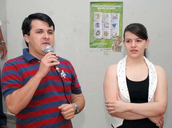 Marquinhos do Dedé com 1ª Dama Sandra em Vicentina  - Crédito: Foto: Rogério Sanches
