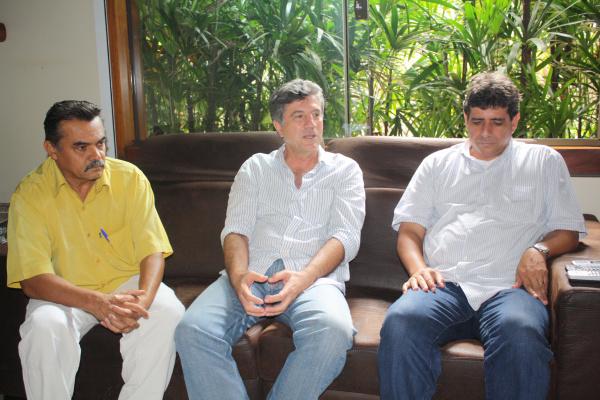 Murilo Zauith durante encontro ontem com Walter Hora e Athayde Nery, do PPS Foto/Hedio Fazan  -