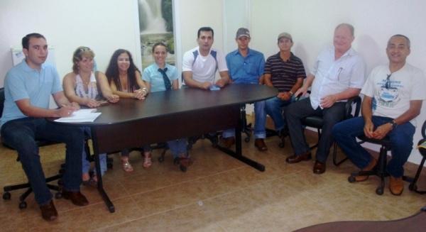Prefeito Darcy, assessor territorial Diego, e membros do CMDR  - Crédito: Foto: Divulgação