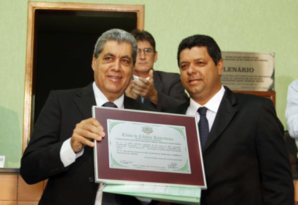 André foi homenageado pelos investimentos voltados ao desenvolvimento   - Crédito: Foto: Rachid Waqued