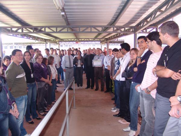 Representantes da diretoria da Enersul durante entrega de prêmio de certificação   - Crédito: Foto: Divulgação