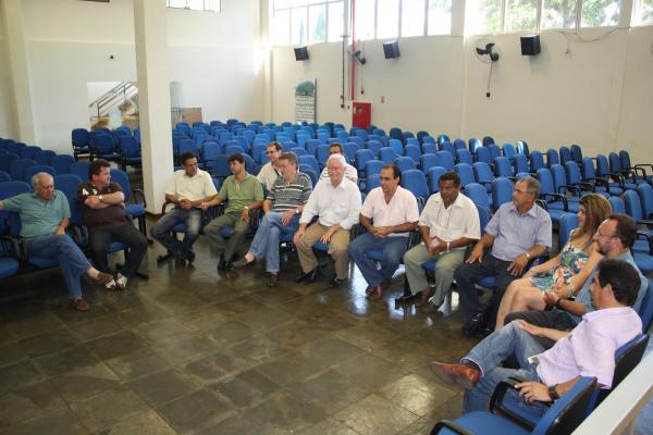 Membros do Diretório do PMDB devem decidir hoje pela aliança com Murilo Zauith  - Crédito: Foto: Hédio Fazan