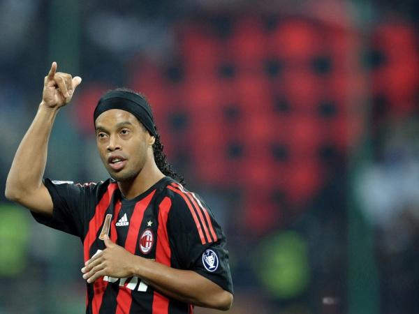 Ronaldinho, vai trocar o Milan pelo Grêmio em 2011  - Crédito: Foto: AFP