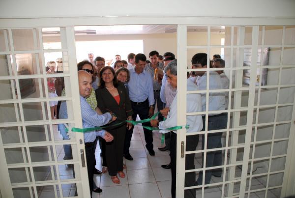 Gilberto Garcia, ao lado do Governador Puccinelli, entregou a Unidade de Saúde à população   - Crédito: Foto: Divulgação