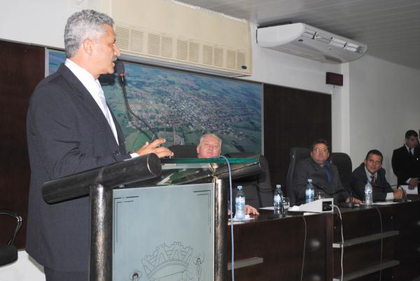 Mário Valério discursa logo após a eleição para a presidência da Câmara de Caarapó  - Crédito: Foto: Divulgação