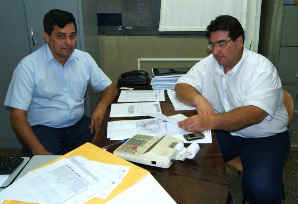Arceno Athas Júnior e João Gonçalves anunciam antecipação dos salários dos servidores   - Crédito: Foto: Divulgação