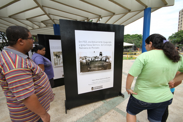Exposição sobre história de Dourados fica na Praça Antonio João até domingo  - Crédito: Foto: A. Frota