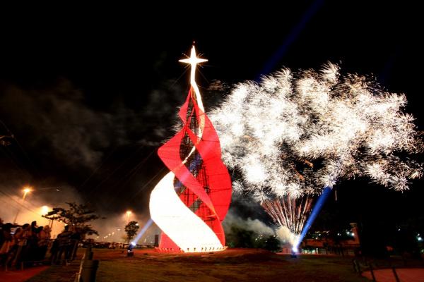 Árvore de Natal gigante é um dos atrativos da Cidade do Natal em Campo Grande  - Crédito: Foto: Divulgação