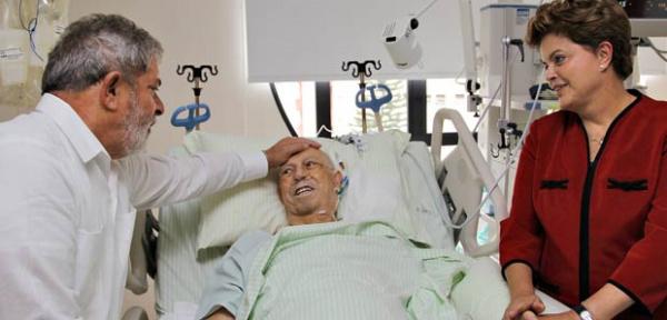 José Alencar recebe visita de Lula e Dilma -