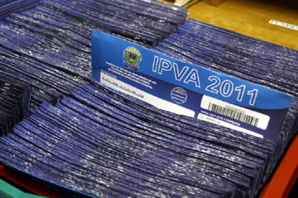 Proprietário de veículo deve receber o carnê do IPVA até o final deste mês  - Crédito: Foto: Edemir Rodrigues
