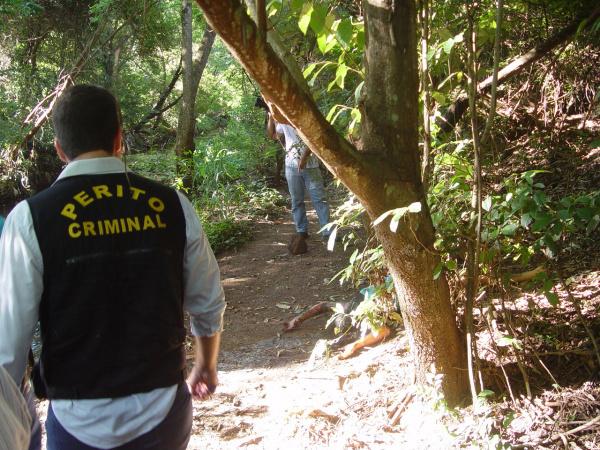 Corpo foi achado numa mata perto da Vila Cachoeirinha. Foto: Sidnei Lemos - Bronka -
