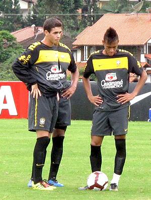 Oscar e Neymar iniciam treino entre os titulares  - Crédito: Foto: Márcio Iannacca / Globoesporte.com