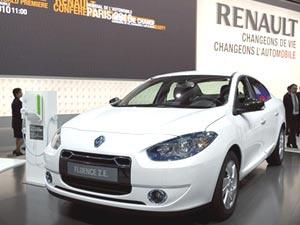 Renault Fluence elétrico foi exposto no Salão de Paris em setembro de 2010 - Crédito: Foto: AFP
