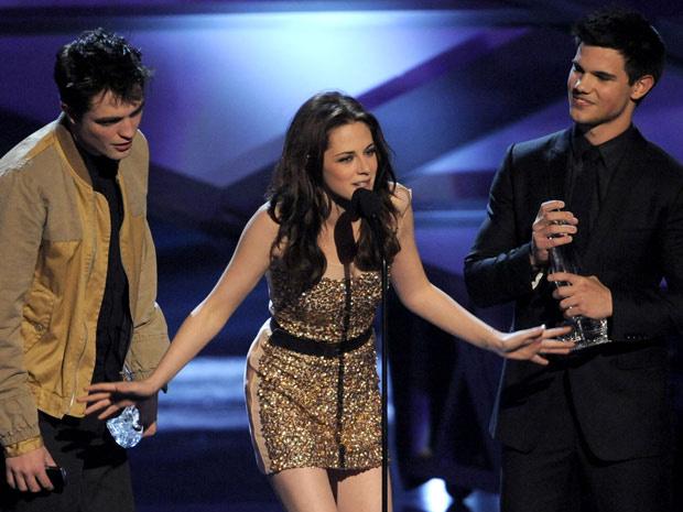 Robert Pattinson, Kristen Stewart e Taylor Lautner da série \'Crepúsculo\' - Crédito: Foto: AP
