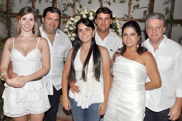 Natália Cardoso, Rodrigo Freitas, Nicole Peronti, Gabriel Piveta, Arlene Piveta e Valdir Piveta. -