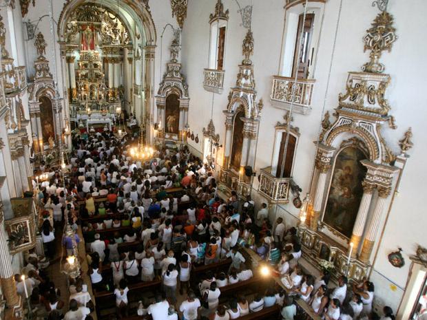 Fiéis se reúnem para missa em homenagem ao Senhor do Bonfim, em Salvador - Crédito: Foto: Arestides Baptista/Agência A Tarde/AE
