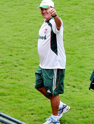 Muricy Ramalho sorri durante o treinamento do Flu  - Crédito: Foto: agência Photocamera