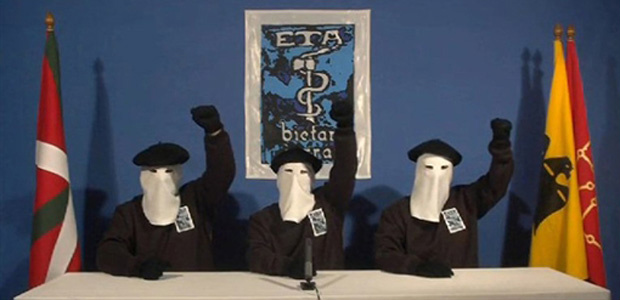 Vídeo mostre três supostos membros do ETA, mascarados, comemorando o anúncio da trégua nesta segunda-feira - Crédito: Foto: AFP