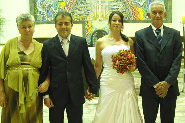 Os noivos com os pais da noiva, Israel e  Maria Oliveira -