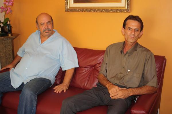 O radialista Luiz Rogério de Sá e o professor Valeretto em visita ao O PROGRESSO  - Crédito: Foto: Hédio Fazan