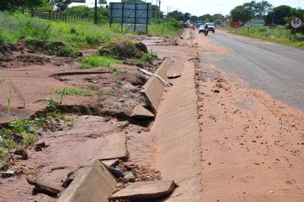 Estragos foram causados em diferentes pontos do município  - Crédito: Foto: Wilson Amaral