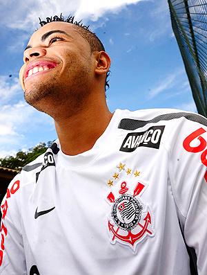 Dentinho deve enfrentar a Portuguesa  - Crédito: Foto: Marcos Ribolli / Globoesporte.com