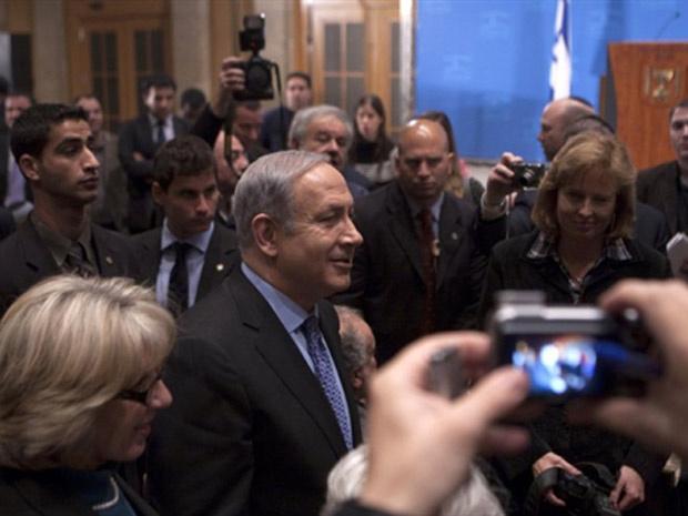 Primeiro-ministro israelense Benjamin Netanyahu no saguão do hotel onde concedeu a coletiva. - Crédito: Foto: France Presse